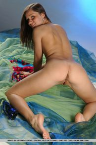 Nude Petite Teenie Down On All Fours